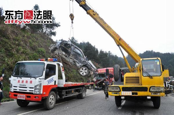 沪昆高速贵州台江段 11车连环相撞致3死10余伤