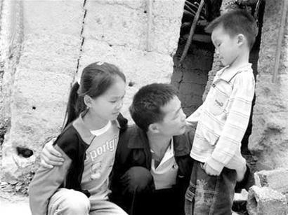卓发坤回到家中,已经长高的儿女却不认识他